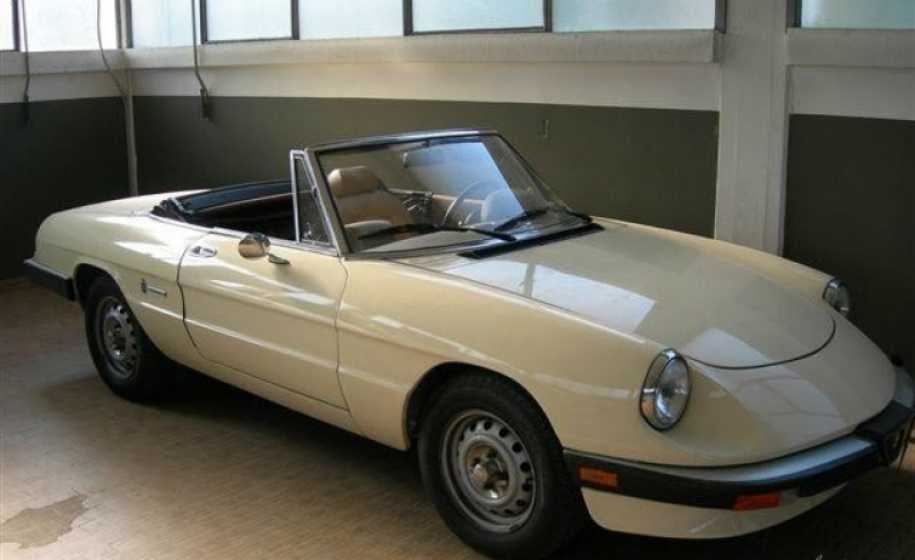 noleggio-auto- classica-alfa-romeo-duetto_classic-car-hire-alfa-romeo-duetto_anteprima